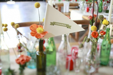bijoux-bride-its-all-in-the-details-carnival-theme-wedding-table-centres-billly-ball-poppies-ftd