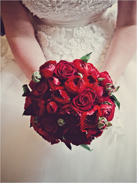 Real Wedding Red Roses Amp Ranunculus For A Fifties Style