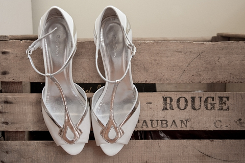 vintage style wedding shoes real wedding vintage travel wedding kerry amp chris 8299