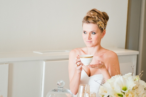 bloved-uk-wedding-blog-styled-shoot-contemporary-gold-white-winter-wedding-inspiration-liesl-cheney (18)