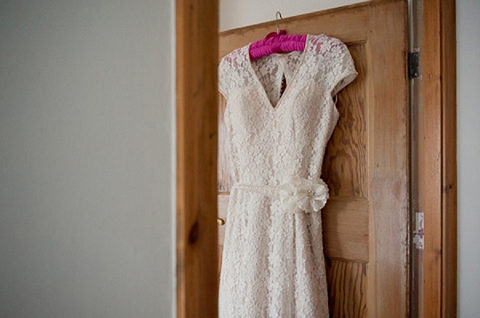 bloved-uk-wedding-blog-real-wedding-autumn-wine-red-a perfectly-foggy-day-fiona-kelly-photography (1)