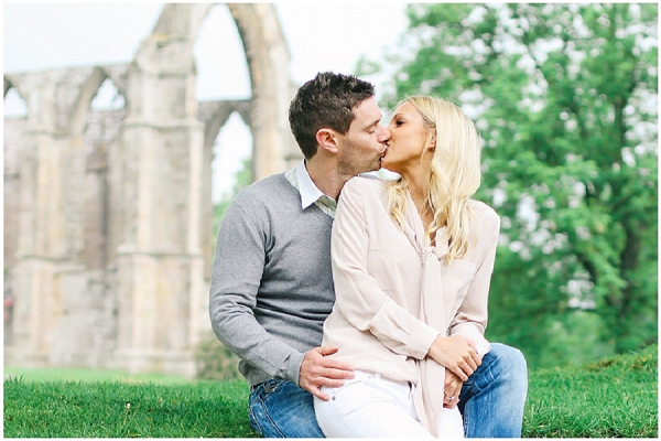bloved-uk-wedding-blog-annie-paul-fresh-contemporary-engagement-shoot-belle-and-beau-photography (11)