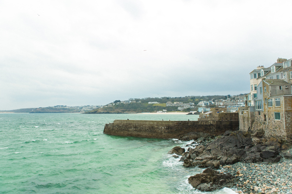 bloved-uk-wedding-blog-St-Ives-beach-engagement-shoot-debs-ivelja (25)