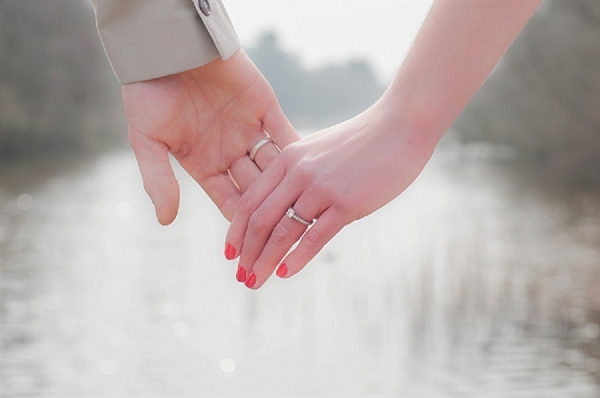 bloved-uk-wedding-blog-engagement shoot-jo-james-lakeside-love-efc-photography (11)