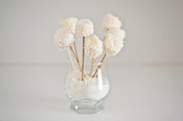bloved-uk-wedding-blog-cake-pop-trend-by-tempting-cake (5)