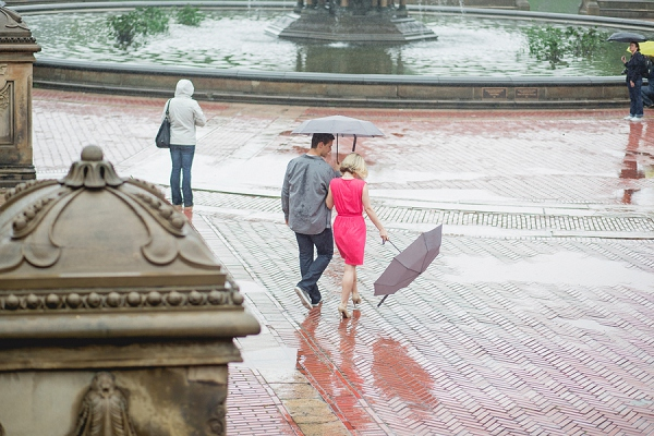bloved-uk-wedding-blog-rainy-new-york-central-park-engagement-shoot-jkb-young-photography (10)