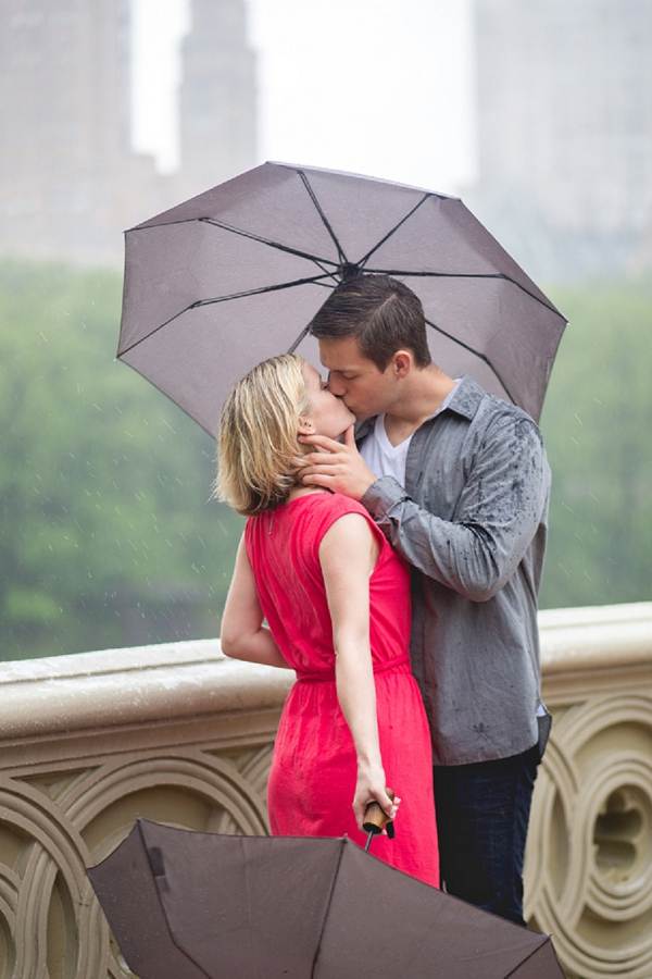 bloved-uk-wedding-blog-rainy-new-york-central-park-engagement-shoot-jkb-young-photography (14)