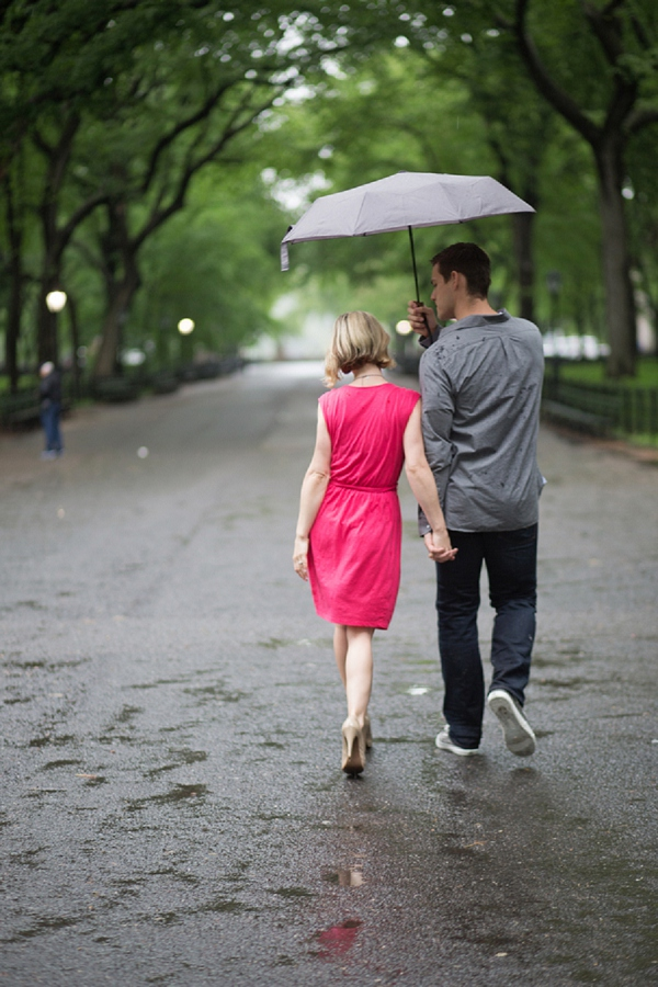 bloved-uk-wedding-blog-rainy-new-york-central-park-engagement-shoot-jkb-young-photography (3)