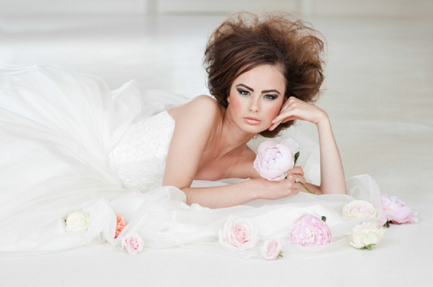 bloved-uk-wedding-blog-miss-dior-blush-black-styled-shoot-georgi-mabee (30)