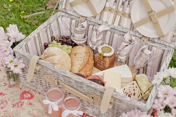 bloved-uk-wedding-blog-sweet-summer-picnic-katy-lunsford (4)