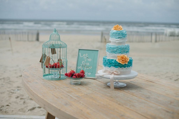 bloved-uk-wedding-blog-tiffany-blue-beach-inspiration-shoot (22)