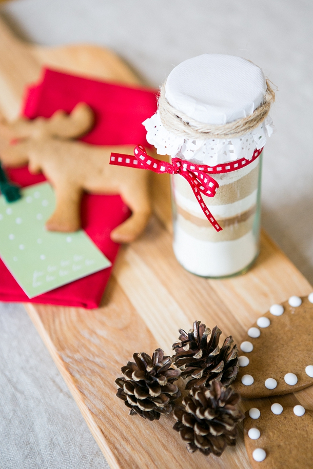 bloved-uk-wedding-blog-style-guide-the-festive-edit-cookie-favour-jars (2)