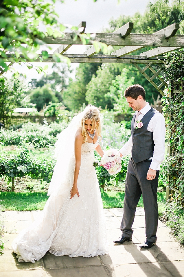 bloved-uk-wedding-blog-countryside-chic-wedding-belle-and-beau-photography(9)