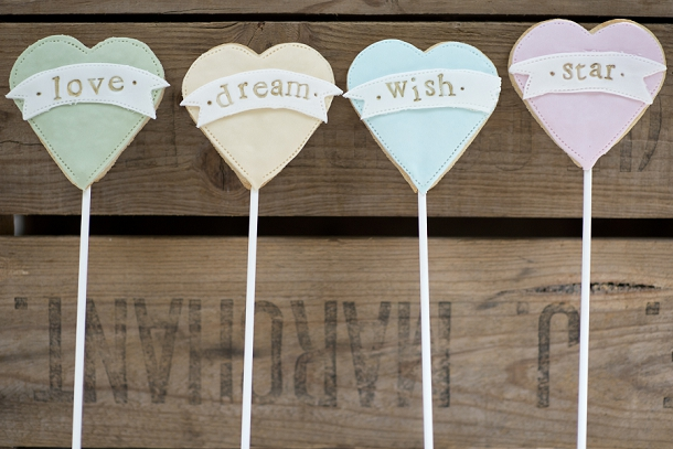 bloved-uk-wedding-blog-nila-holden-artisan-cookies (18)