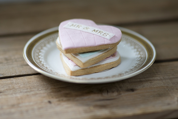 bloved-uk-wedding-blog-nila-holden-artisan-cookies (2)