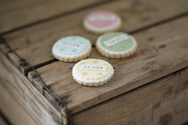 bloved-uk-wedding-blog-nila-holden-artisan-cookies (4)