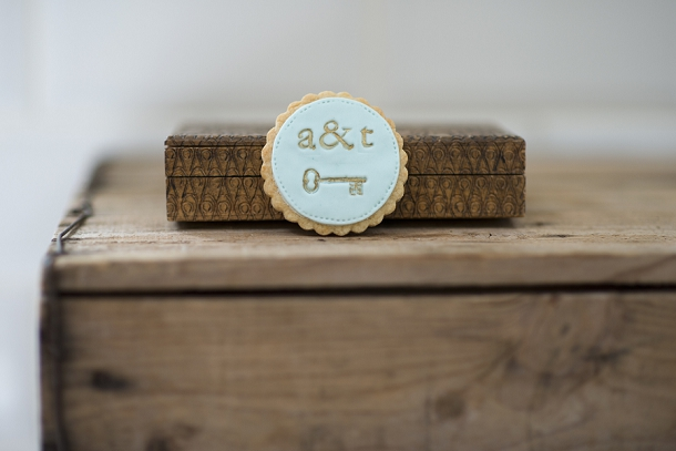 bloved-uk-wedding-blog-nila-holden-artisan-cookies (5)