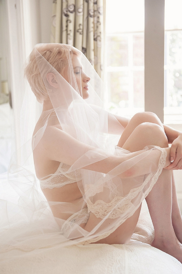 bloved-uk-wedding-blog-unveiled-bridal-boudoir-fiona-kelly-photography-bloved-styling (21)