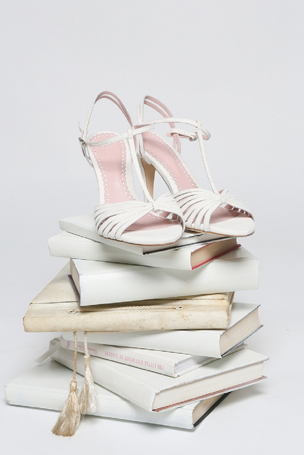 bloved-uk-wedding-blog-brides-the-show-whos-who-emmy-shoes (2)