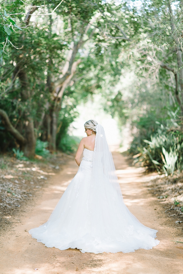 bloved-uk-wedding-blog-deconstructed-elegance-farm-wedding-louise-vorster (16)