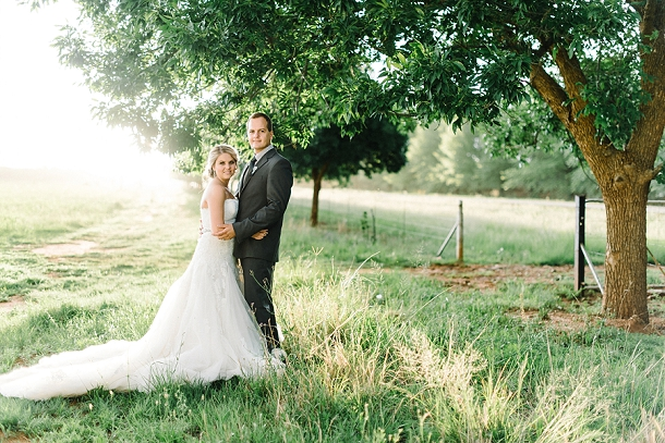 bloved-uk-wedding-blog-deconstructed-elegance-farm-wedding-louise-vorster (45)