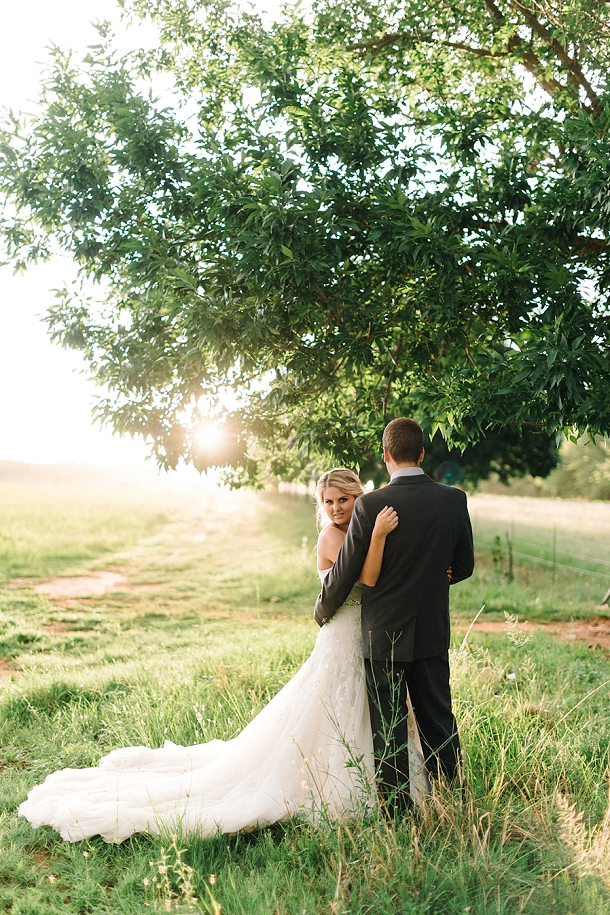 bloved-uk-wedding-blog-deconstructed-elegance-farm-wedding-louise-vorster (46)