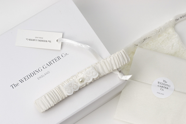 bloved-uk-wedding-blog-the-wedding-garter-co-edmee-ivory