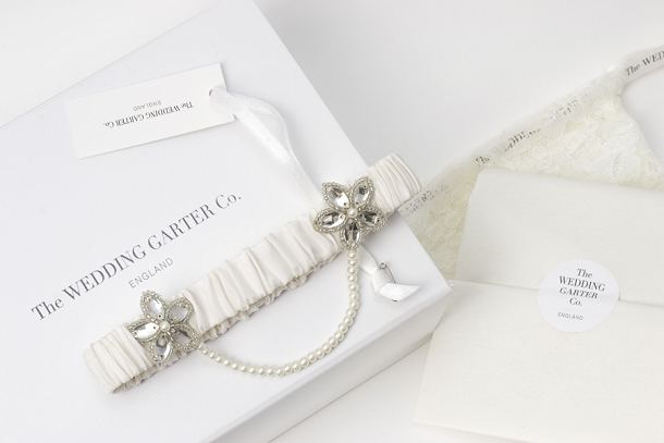 bloved-uk-wedding-blog-the-wedding-garter-co-iva-ivory