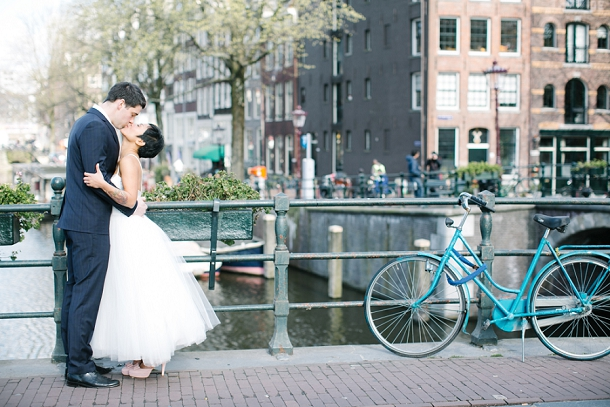 wedding couple amsterdam canal