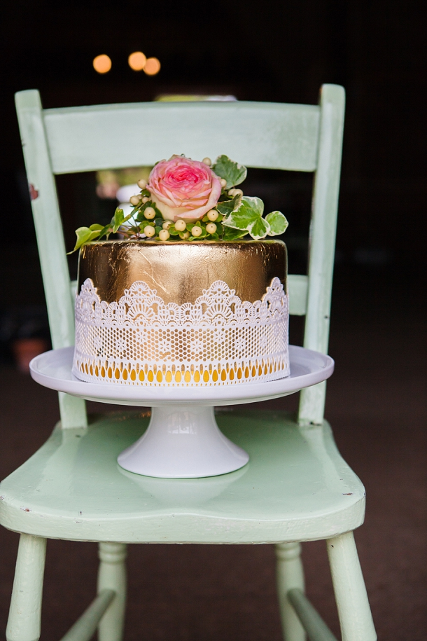 Gold & lace wedding cake