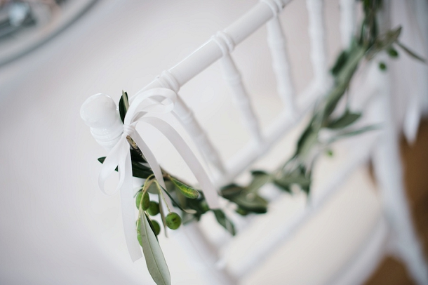 bloved-uk-wedding-blog-fresh-contemporary-green-white-inspiration-kate-nielen-photography (8)