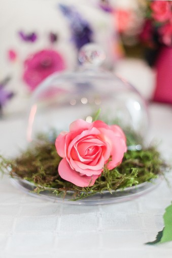 whimiscal wedding floral detail