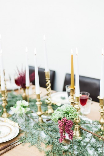 red green & gold christmas tablescape