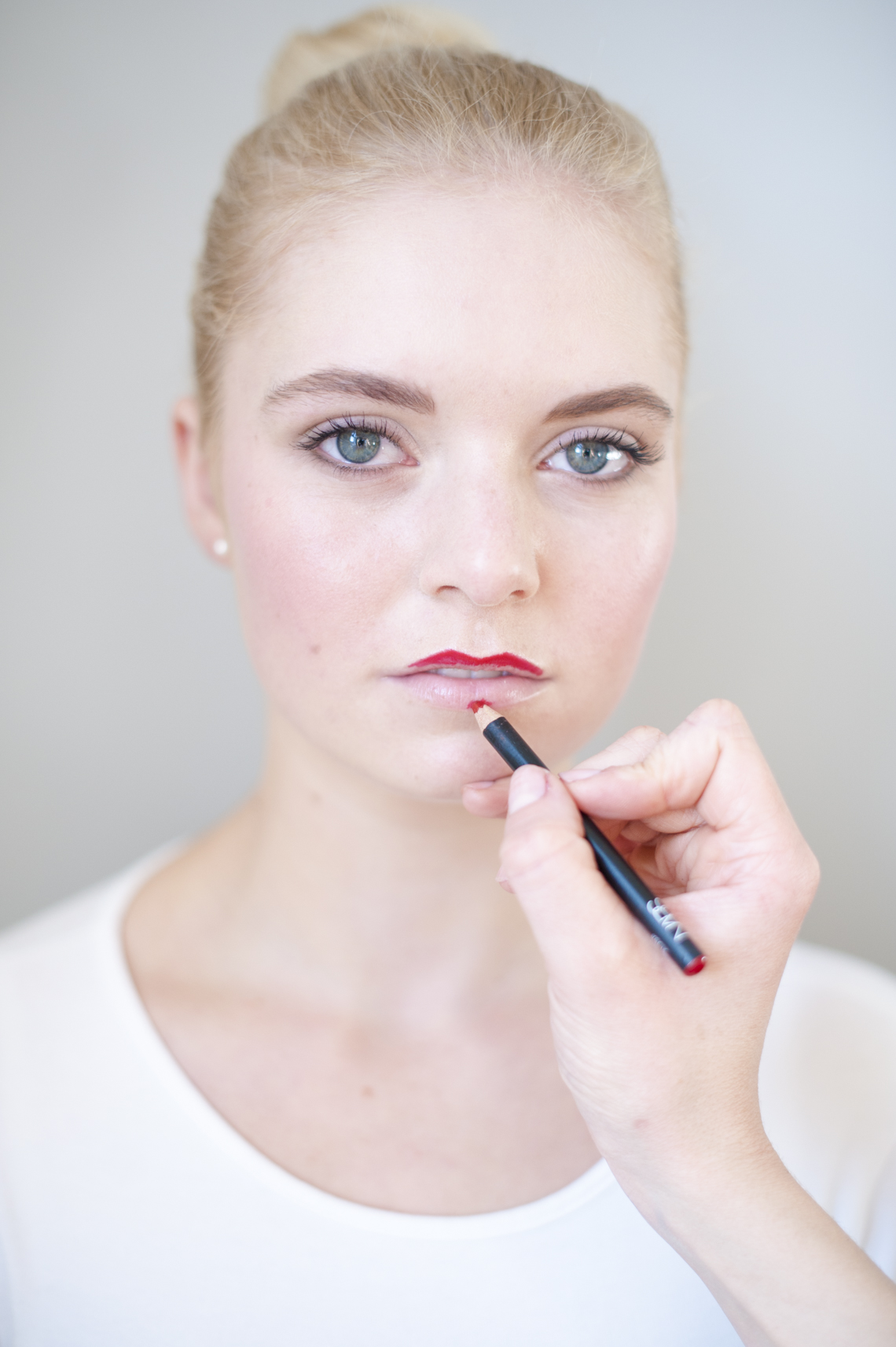Perfect Festive Red Lip Tutorial Sophie Everett - Plenty to Declare Photography (2)