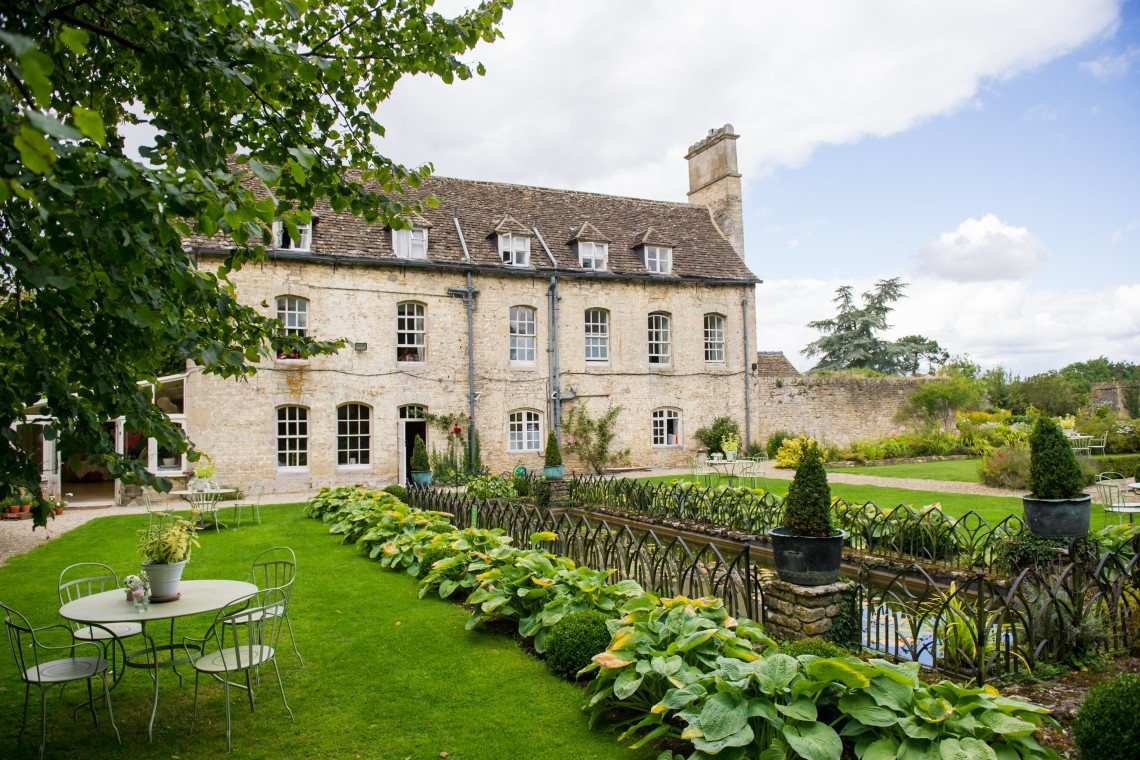 Luxury child friendly uk wedding venues in the cotswolds for Top wedding venues in new england