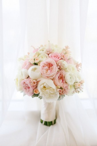 pink and ivory peony and rose bouquet