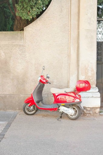 retro-red-scooter