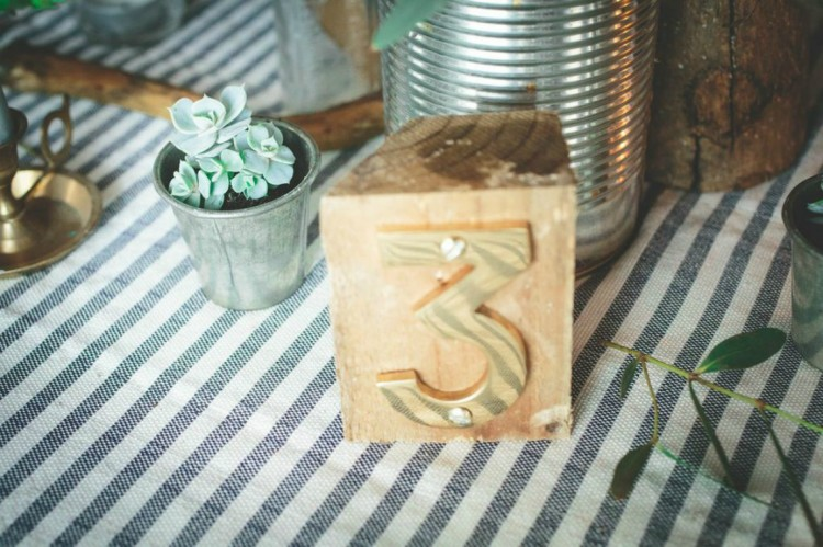 wooden-table-number