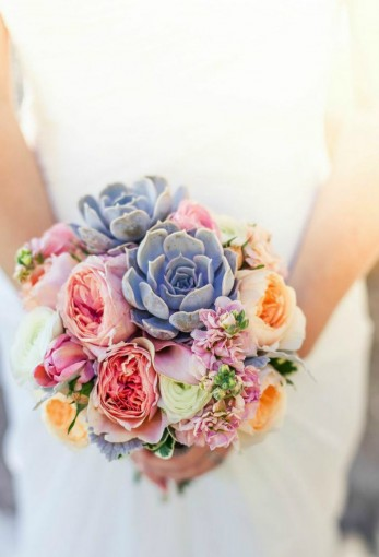 coral-rose-and-succulent-bouquet