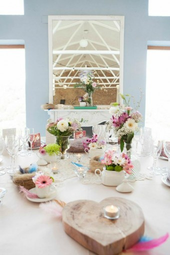 pastel-table-flowers