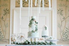 cake-table-styled-with-foliage