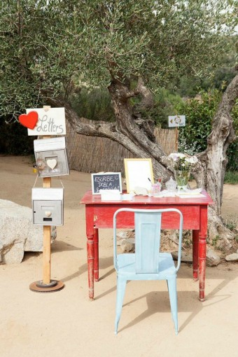rustic-guestbook-table