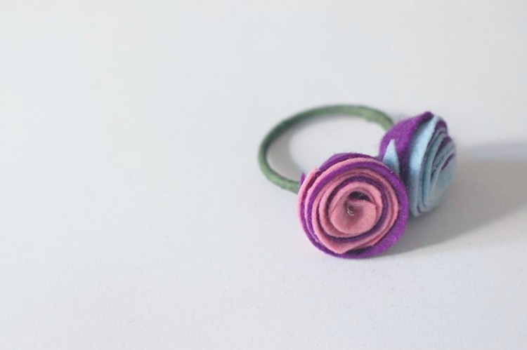 felt-rose-napkin-ring