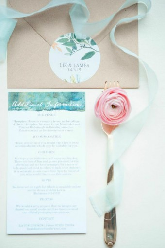 pale-green-and-pink-place-setting