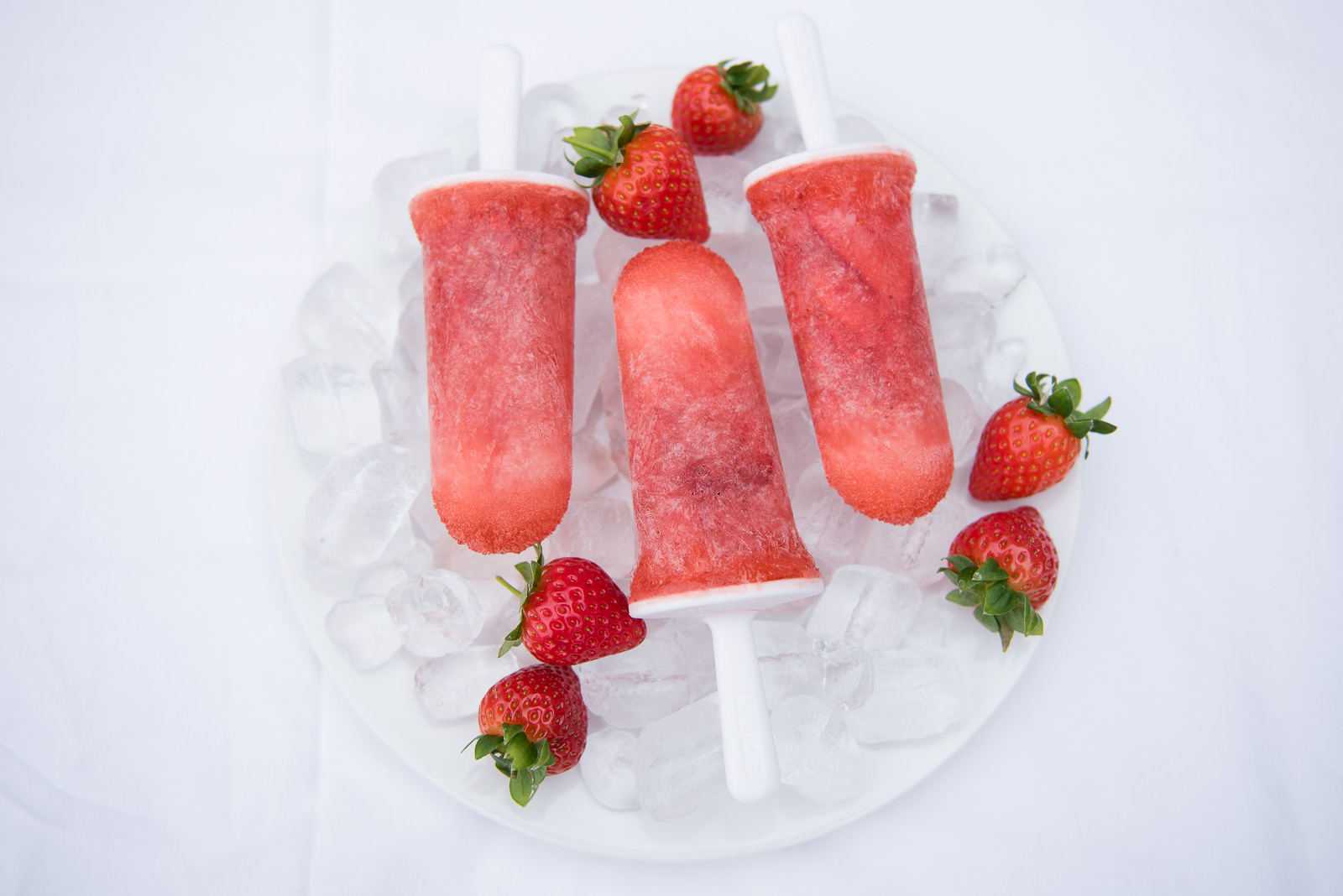 bloved-lifestyle-blog-summer-dessert-recipe-strawberry-champagne-ice-pops (1)