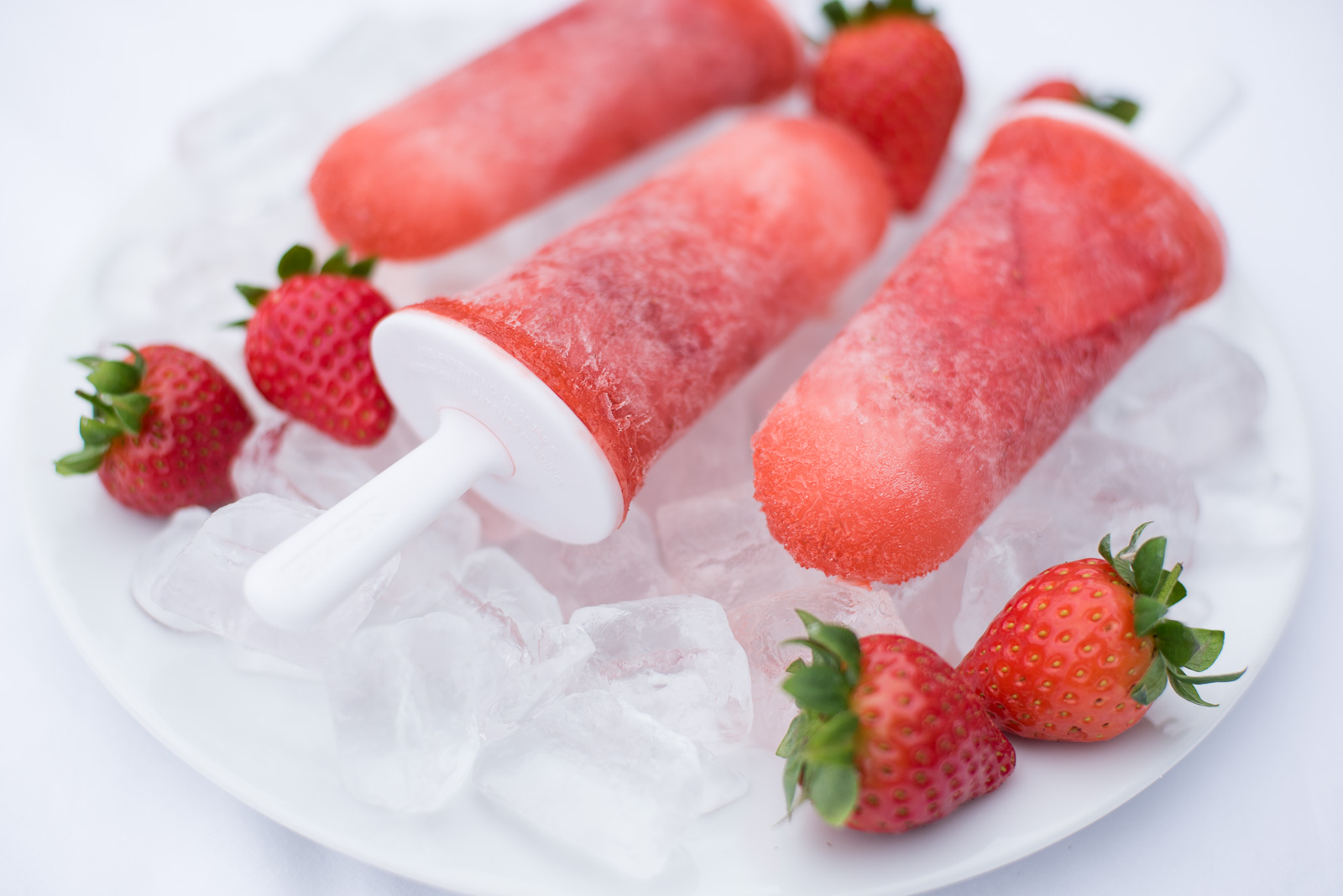 bloved-lifestyle-blog-summer-dessert-recipe-strawberry-champagne-ice-pops (3)