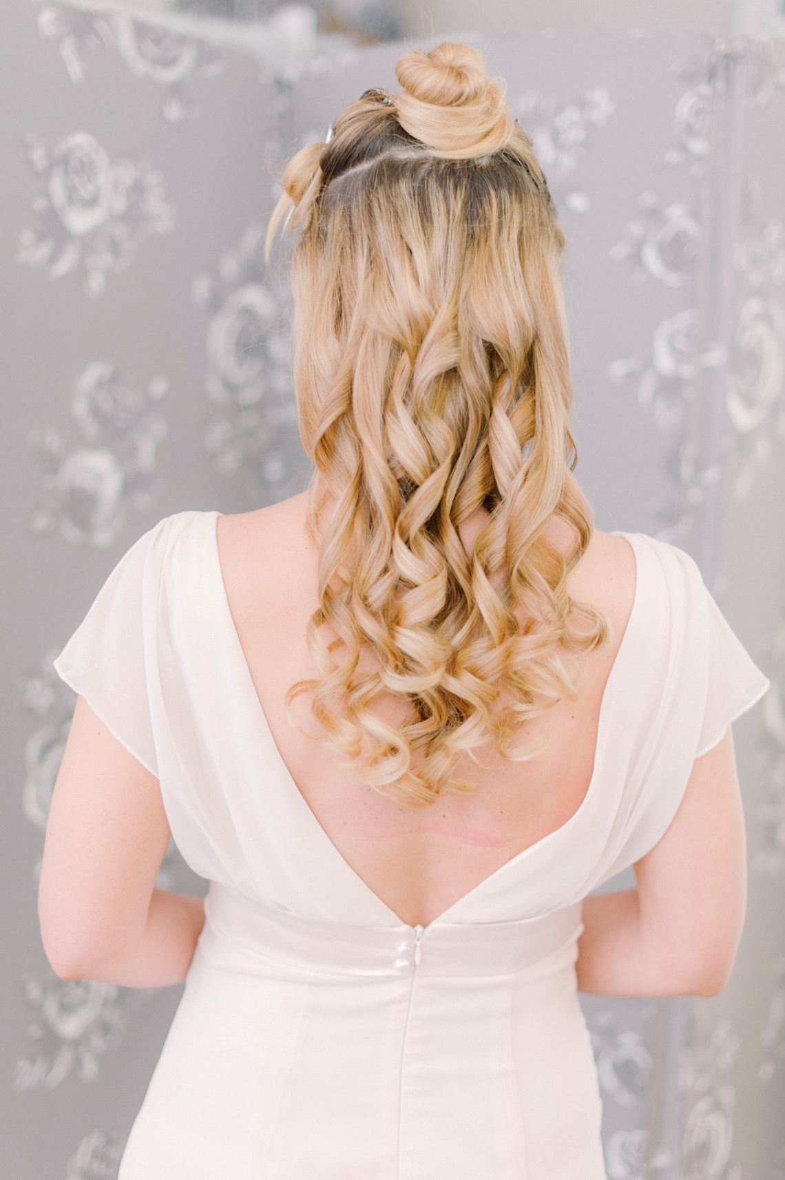 bloved-lifestyle-blog-elegant-half-up-bridal-hair-tutorial (3)