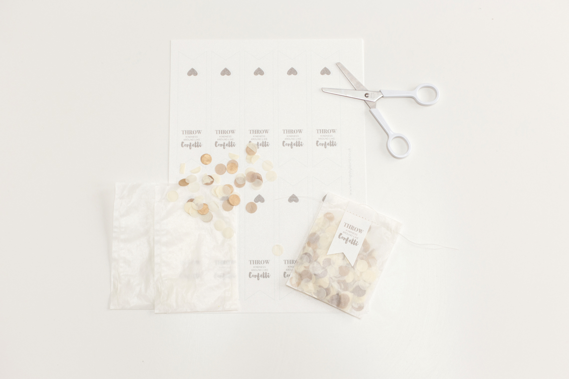 bloved-wedding-blog-diy-confetti-envelope (1)