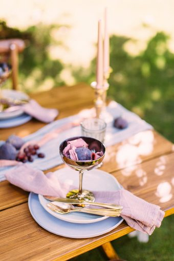 wedding place setting with fig and pink ribbons