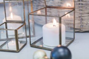 glass cube display cases with candles inside to create a lovely display around the Christmas tree